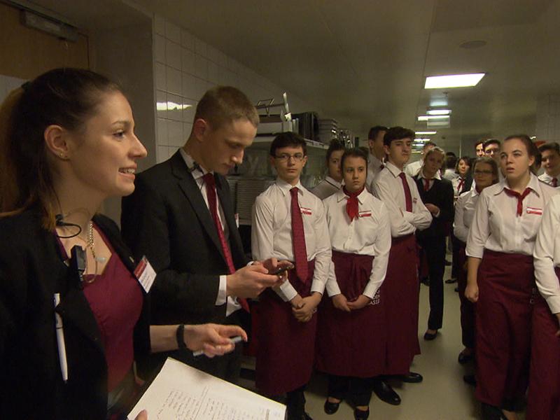 """""""Theaterhotel"""": Wiens größte Schulcharity kochte Gäste ein"""