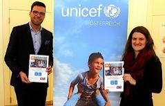 Bildungsdirektor für Wien, Heinrich Himmer, und Corinna Geißler von UNICEF Österreich