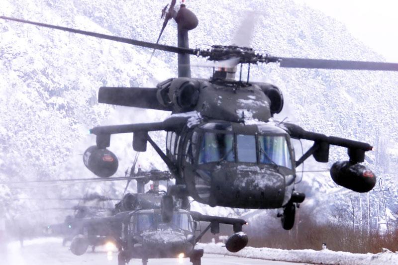 Touristen werden mit Black Hawks der US-Streitkräfte ausgeflogen