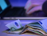 Hand Geld neutral Darknet