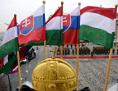 Slowakische und ungarische Flaggen