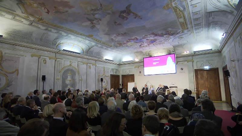 Diskussionsrunde im Kloster Dürnstein