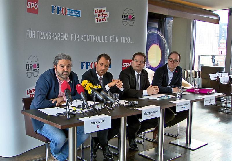 Chefs der vier Oppositionsparteien an einem Tisch