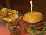 Selbstgemachter Burger passt nicht nur zur Grillsaison