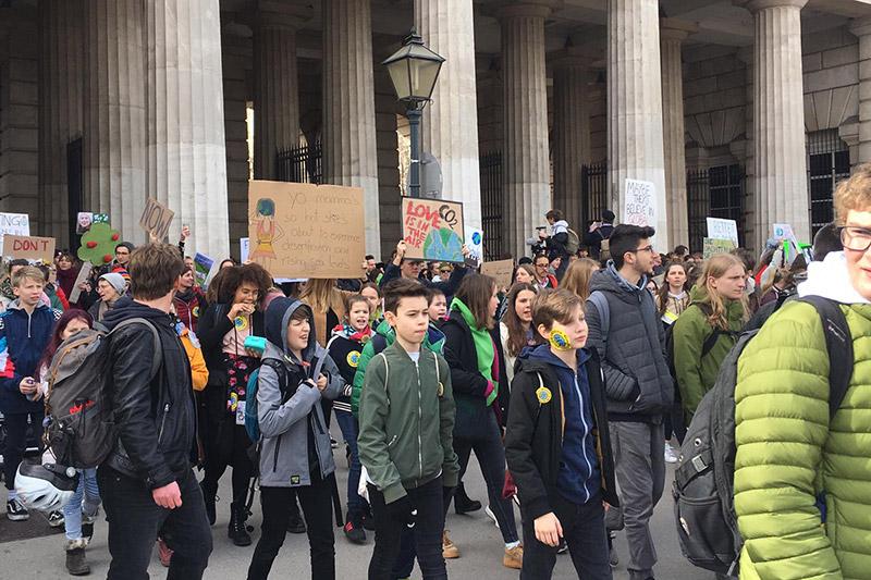 Demo Freitag Wien Detail: 10.500 Schüler Bei Klimaprotesten