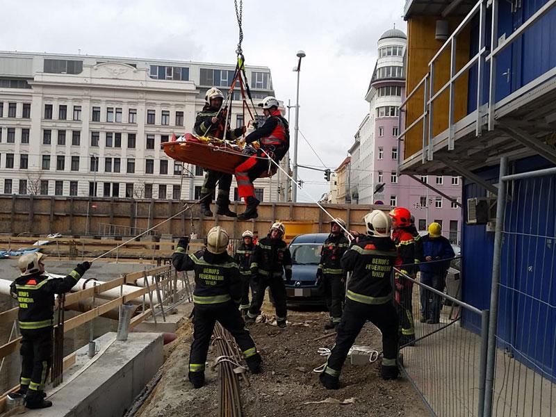 abgestürzter Arbeiter wird gerettet