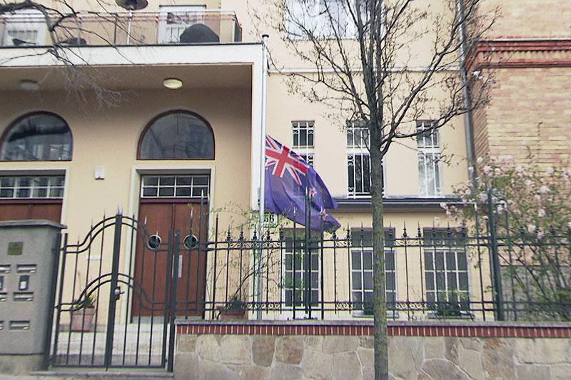 Neuseelands Fahne auf Halbmast