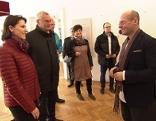 Karoline Edtstadler bei ihrem Besuch im  Österreichischen Jüdischen Museum in Eisenstadt