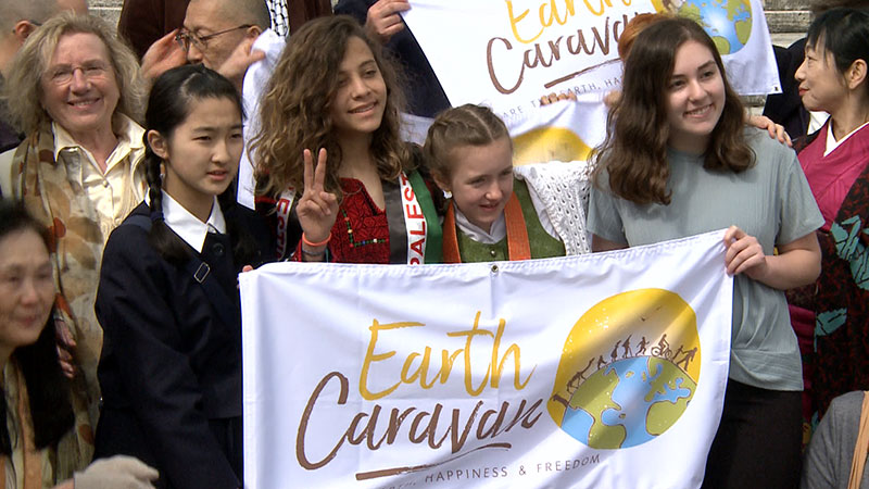 Aktivitsten in Rom, Earth Caravan