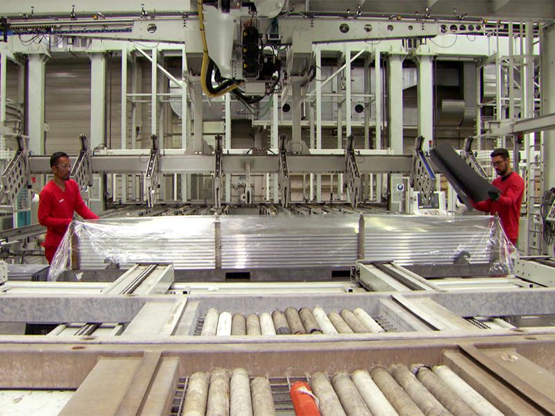 Hydro Extrusion Nenzinng: Blick in die Werkshalle