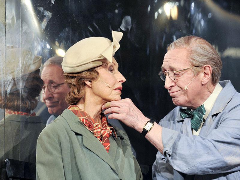 """Kurt Sobotka als """"Herr Schultz"""" und Lotte Ledl als """"Fräulein Schneider"""" in einer Probe von """"Cabaret"""""""