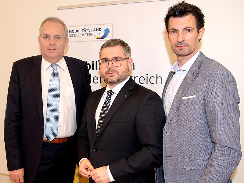 Bürgermeister Erich Hofer (Auersthal), Landesrat Ludwig Schleritzko und Vorsitzender des Regionalverbandes LAbg. René Lobner
