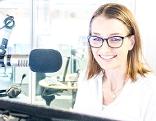 ORF-Moderatorin Carina Schwab im Studio