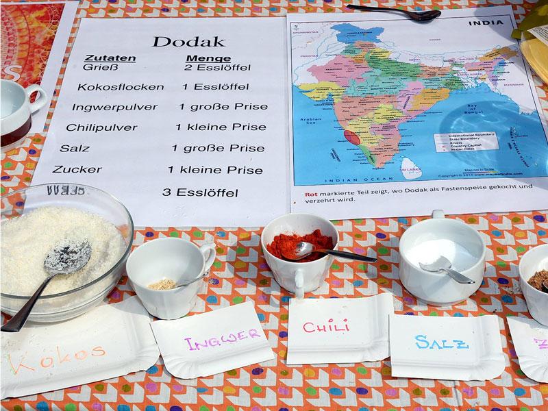Das Rezept für die indische Fastenspeise Dodak ist zu sehen. Dodak ist ein Fladenbrot aus Gries und Kokos