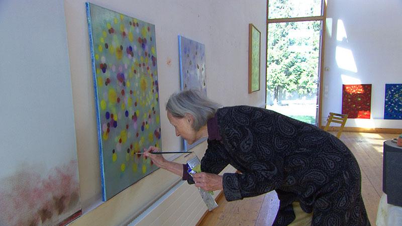 Bilder, Schrein im Garten, Uta Peyrer beim Malen