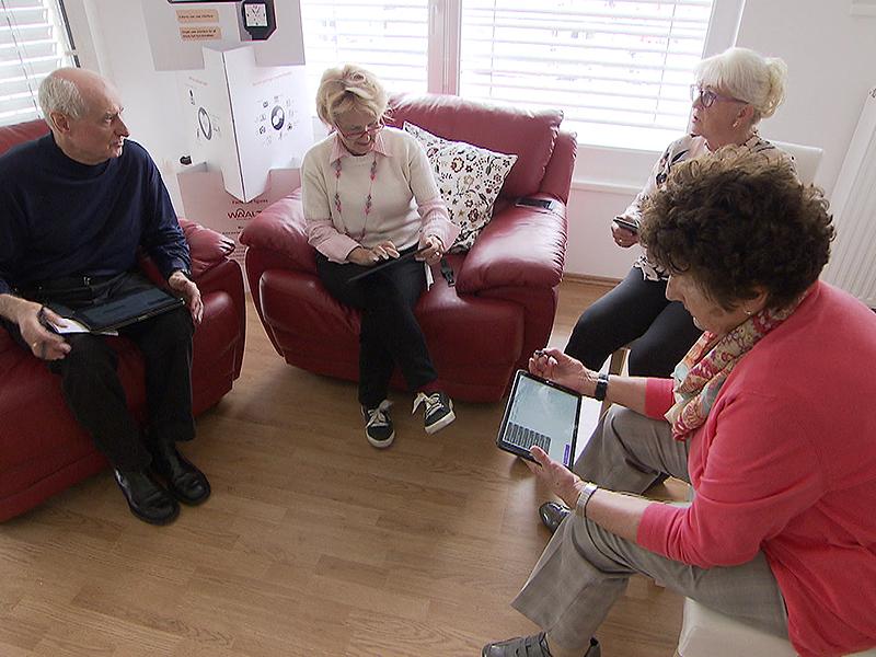 Pensionisten mit Tablets