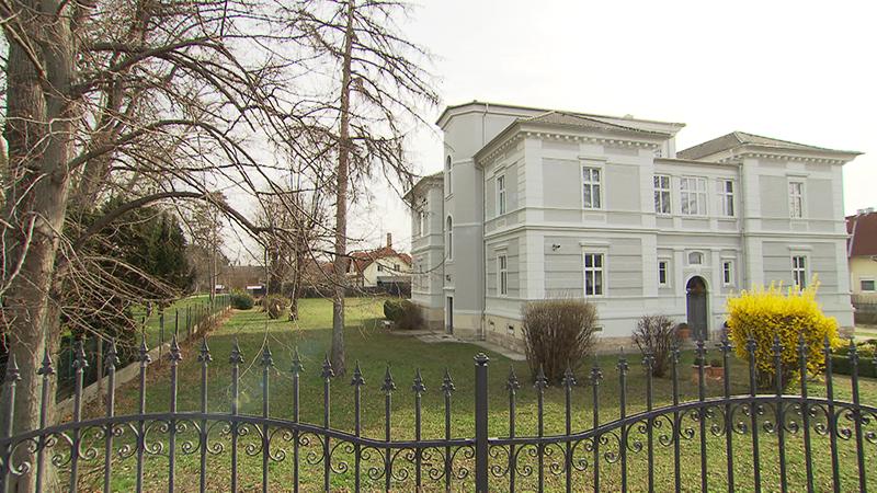Villa des Unternehmerehepaars in Neufeld