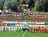 Fußballspiel des Jahres in St. Johann am Walde: Aufstellung der Spieler vor Beginn