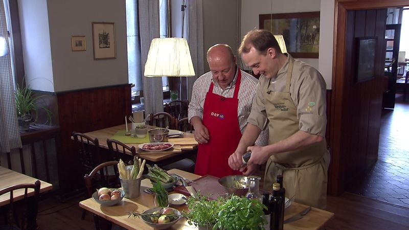 Emmerrisotto mit Graumohn und Birne, dazu gebratenes Kitz mit  rohmariniertem Spargelsalat