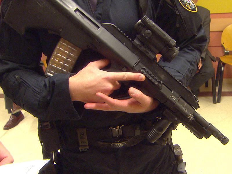 Schwer bewaffnete Polizei bei Mordprozess