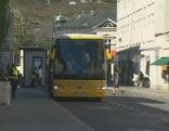 Reisebus am Terminal Paris-Lodron-Straße
