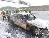 Auto fing in Tunnel zu brennen an