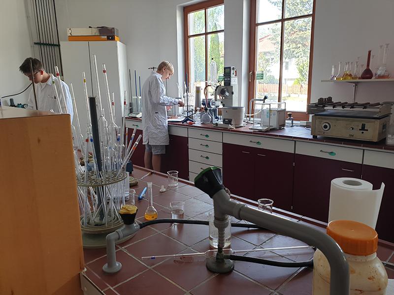 25.04.19 Wasser und Bodenproben von Schülern analysieren lassen HLUW Yspertal