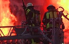 Großeinsatz der Feuerwehre in Reichenhall Gasthaus brennt