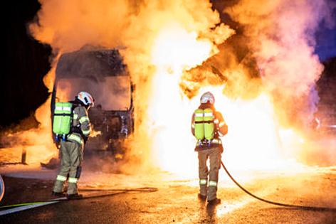 Sattelschlepper bei Flachau ausgebrannt
