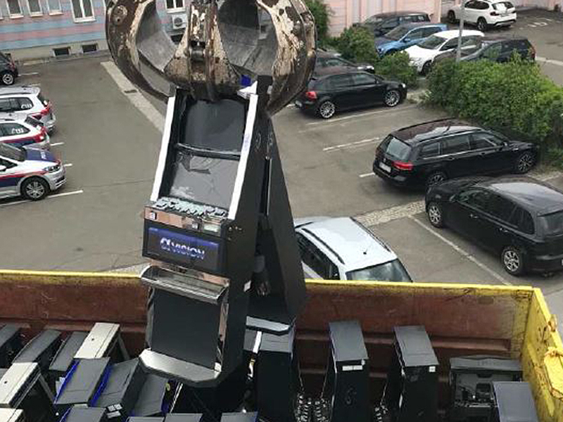 Glücksspielautomaten vernichtet