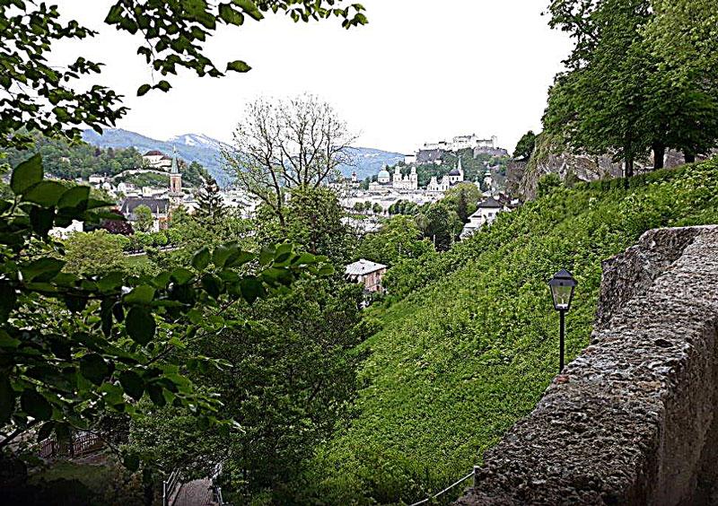 Ein- und Ausblicke auf dem Weg über den Mönchsberg