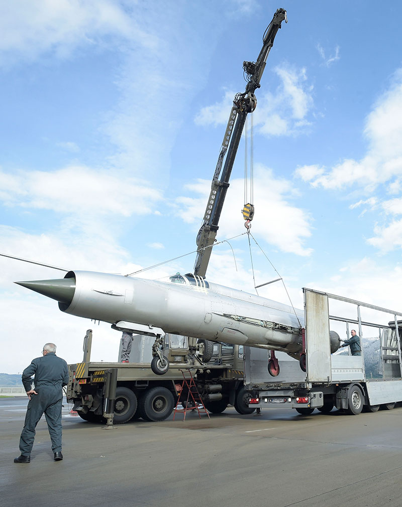 Abtransport der MiG-21