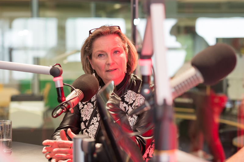 Bettina Vollath im Radio-Steiermark-Studio