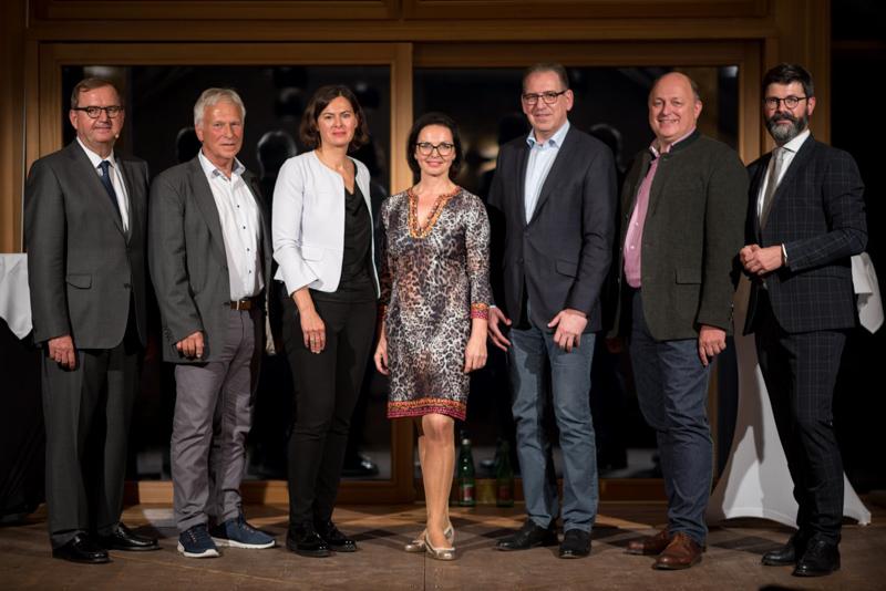 Hans-Peter Siebenhaar (Handelsblatt, Moderation), Helmut Pilz, Silvia Angelo, Margit Leidinger, Karlheinz Wex, Andreas Klauser, Michael Köttritsch (Die Presse, Moderation)