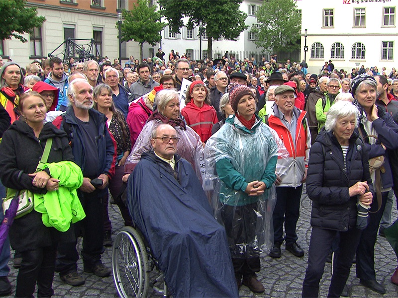 Demonstranten am Montfortplatz in Feldkirch
