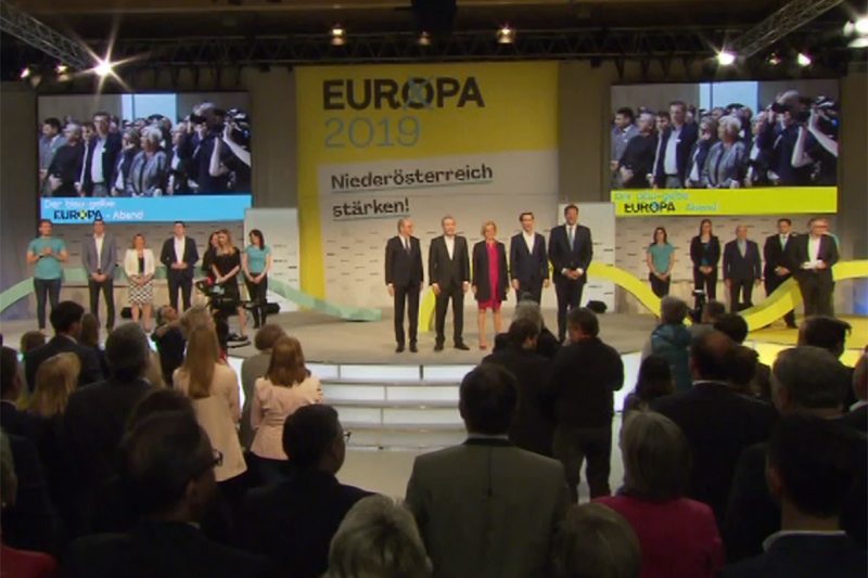 Volles Podium der Veranstaltung in Wieselburg