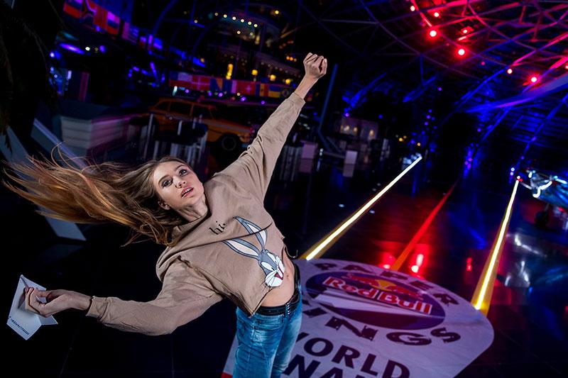 Kateryna Ahafonova bei der Papierflieger Weltmeisterschaft