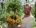 Karl Ploberger im Fernsehgarten mit Kübelpflanze
