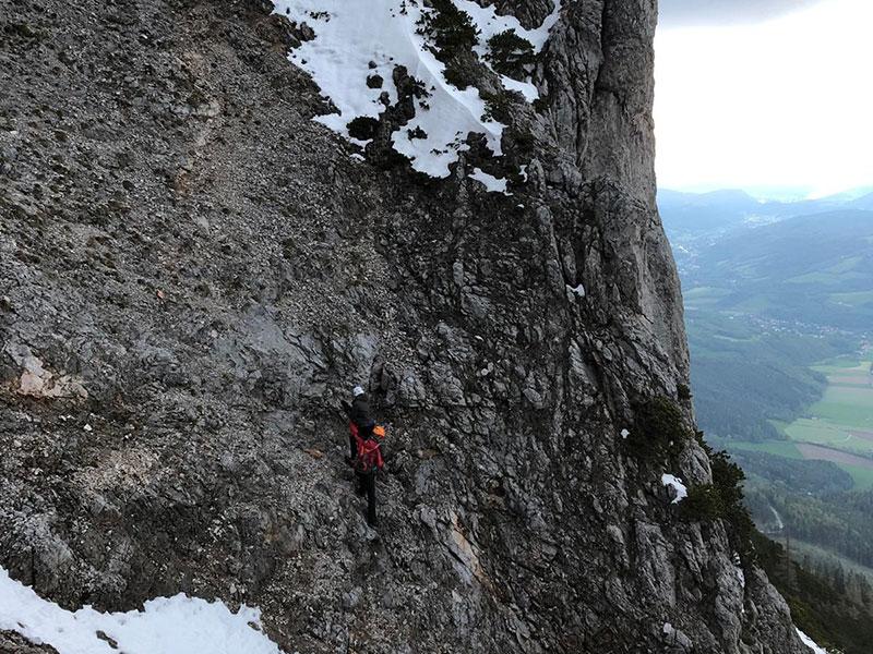 Bergsteiger auf dem Preinerwandsteig auf der Rax