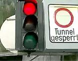 Anzeigetafel mit der Aufschrift Tunnel gesperrt