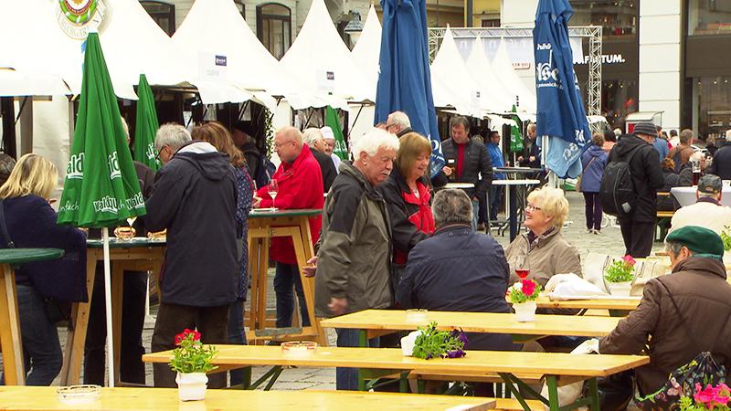 Besucher beim Kultinarium in Wien