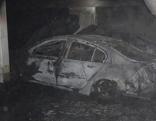 Zerstörte Autos in einer Tiefgarage
