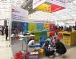 Messe didacta DIGITAL Austria Linz im Design Center, Kinder auf dem Boden vor Tablets