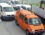 Alte Fahrzeuge des Salzburger Magistrats stehen auf Parkplatz bei Bauhof