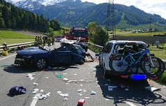 Autowracks nach Unfall auf der B311 bei Bruck an der Glocknerstraße