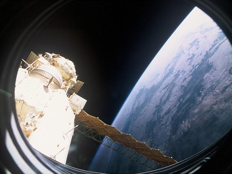 """Der Blick auf die Erde von der Mir aus. Das Foto wurde von """"Austronaut"""" Franz Viehböck aufgenommen."""
