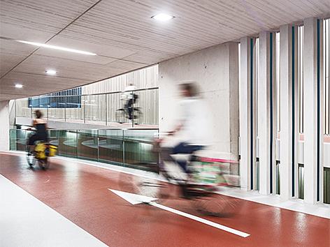 Ector Hoogstad Architecten: Fahrradparkhaus am Bahnhof, Utrecht/Niederlande, 2017