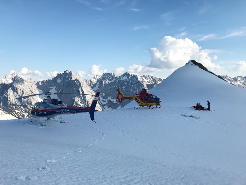 Paragleiter von Hubschrauber in Schneefeld gefunden