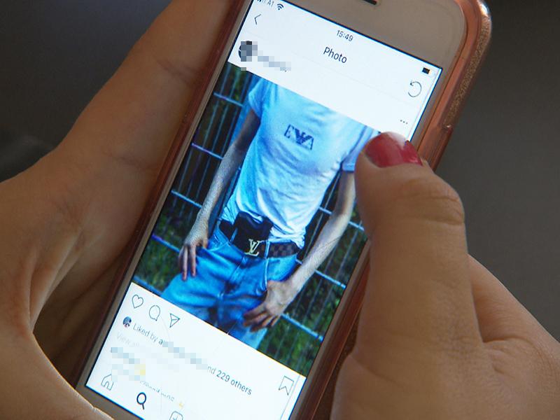 Jugendbanden in Wien. Im Bild: Das Social Media-Profil eines Burschen, der mit Waffe posiert